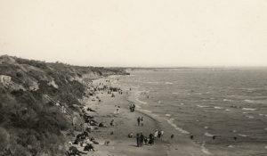 Hampton beach ca.1910-ca.1930 Source: Robert M O'Brien SLV