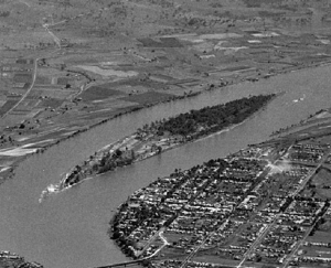 'Susan Island, Grafton' 1945. Degraded mid-section. Source: Charles Pratt State Library Victoria